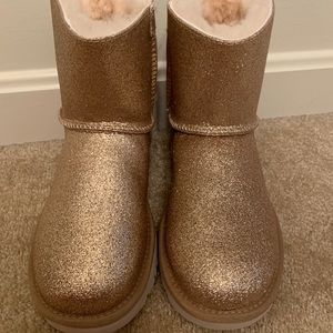 Ugg Mini Bailey Bow Gold Sparkle Boots, size 5